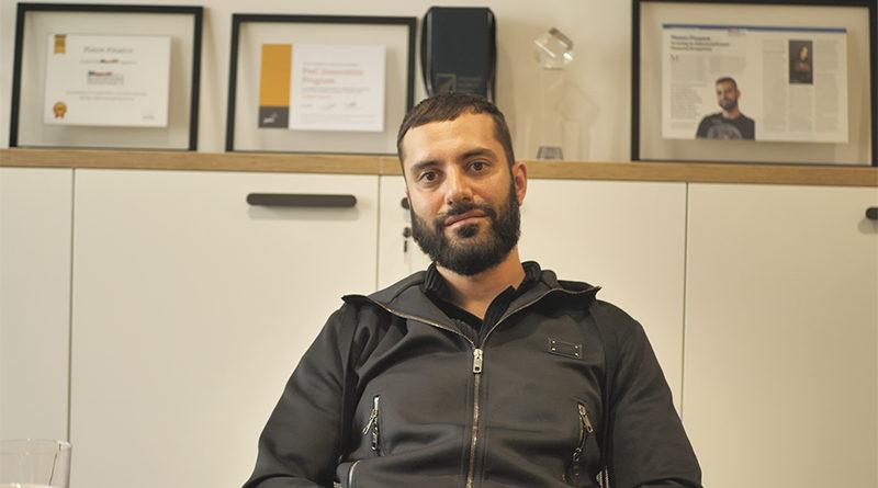 """""""Chceme vzdělávat lidi o kryptoměnách, aby je začali používat,"""" říká Daniel Tanner"""