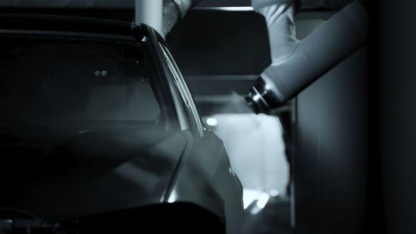 BMW - umělá inteligence, lakování