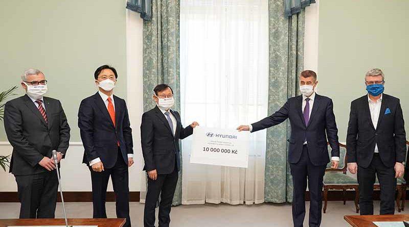 Předání daru od Hyundai